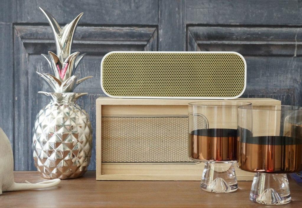 pineapple-ornament-aGroove-Bluetooth-Speaker