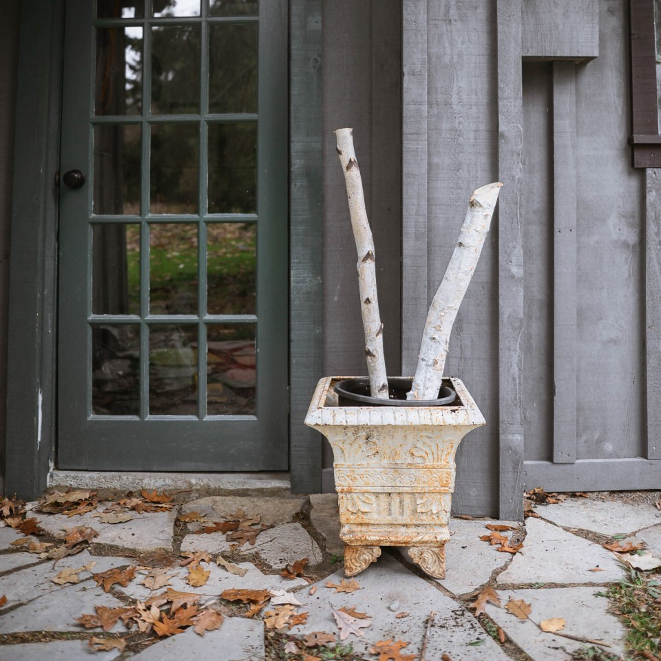 How to Make Outdoor Christmas Planters