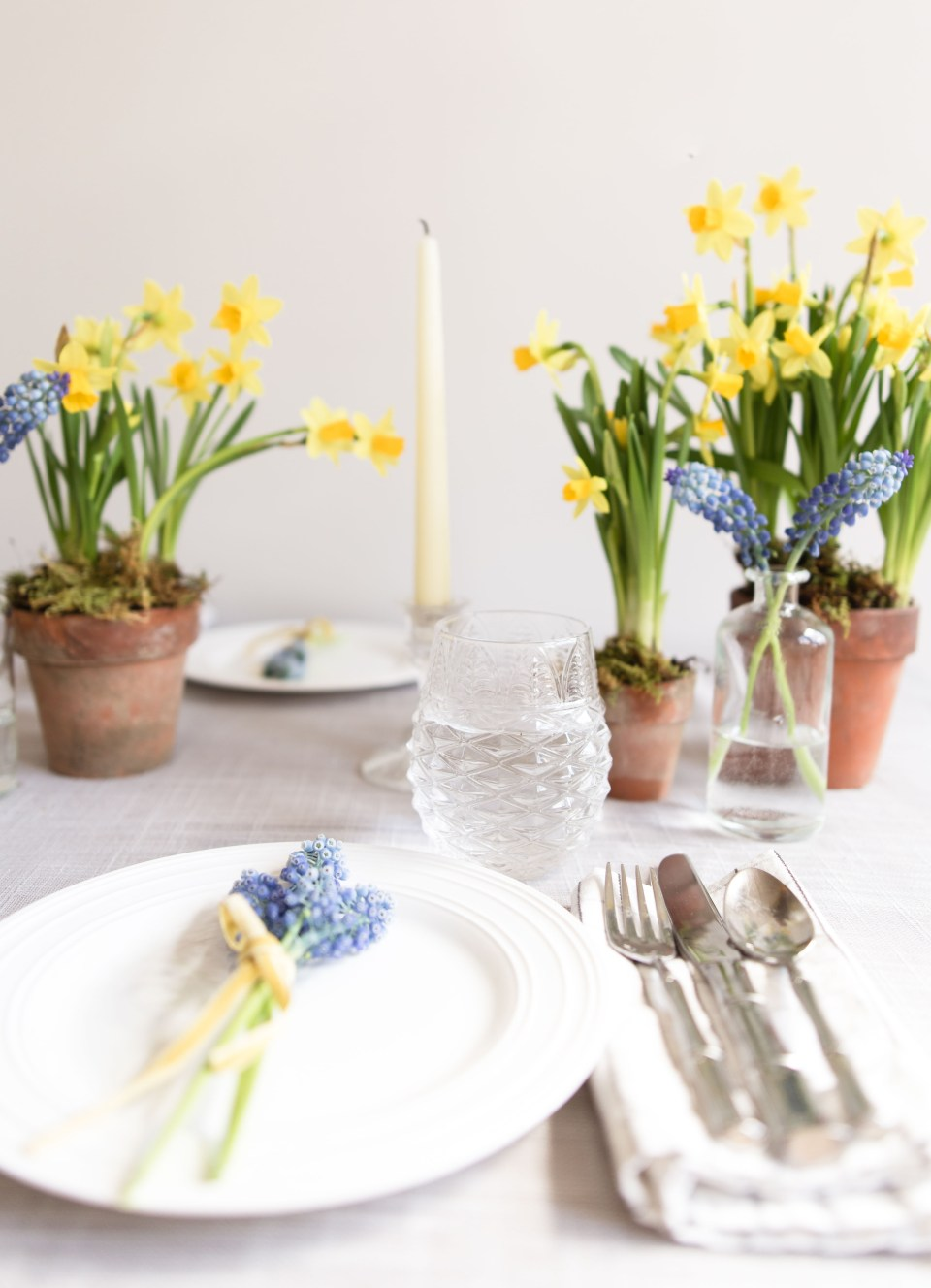 How to Create an Elegant Table Setting for Spring