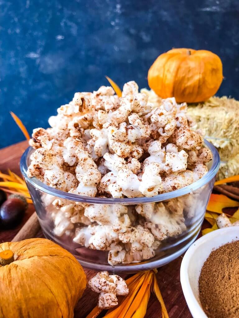 This Homemade Pumpkin Spice Popcorn is ready in just 10 minutes! A sweet and savory pumpkin spice is sprinkled across fresh homemade popcorn for a fast and easy snack recipe. Gluten free, vegan, and vegetarian. #pumpkinspice #fallsnacks #fallrecipes