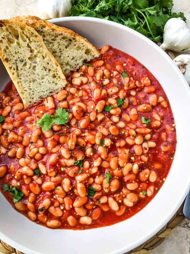 Arrabbiata Beans (Spicy Italian Beans) are based on the classic Italian pasta recipe. A spicy tomato sauce filled with garlic and crushed red pepper flakes with white beans. Vegan and gluten free pantry recipe. #beanrecipes #spicyItalian #Italianbeans
