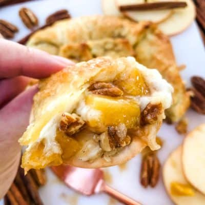Cinnamon Apple Baked Brie in Puff Pastry