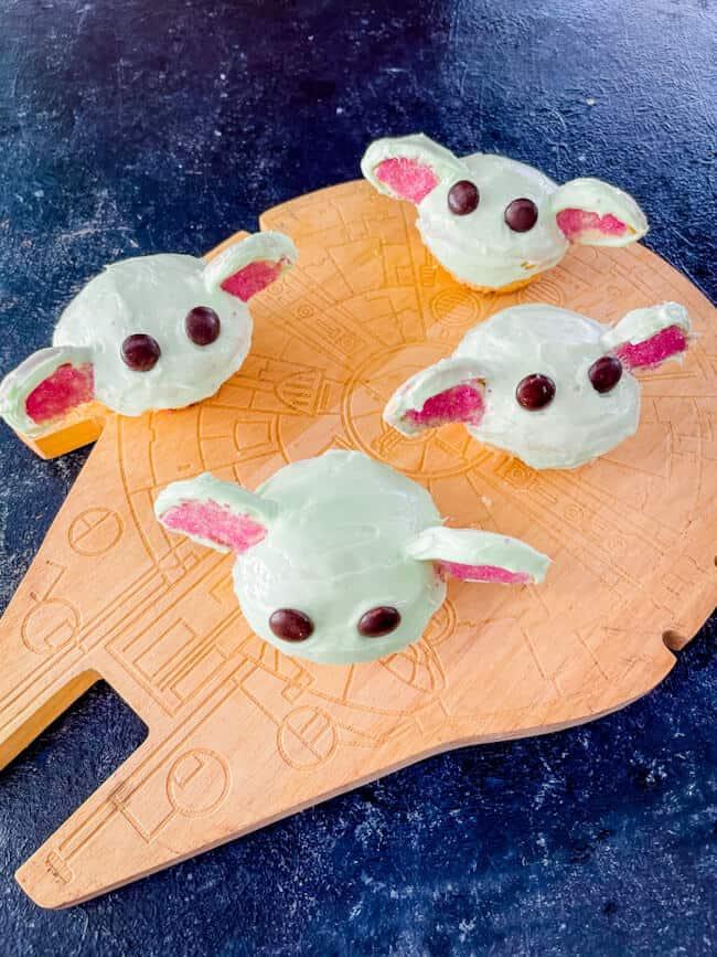 Star Wars spaceship with Baby Yoda Cupcakes