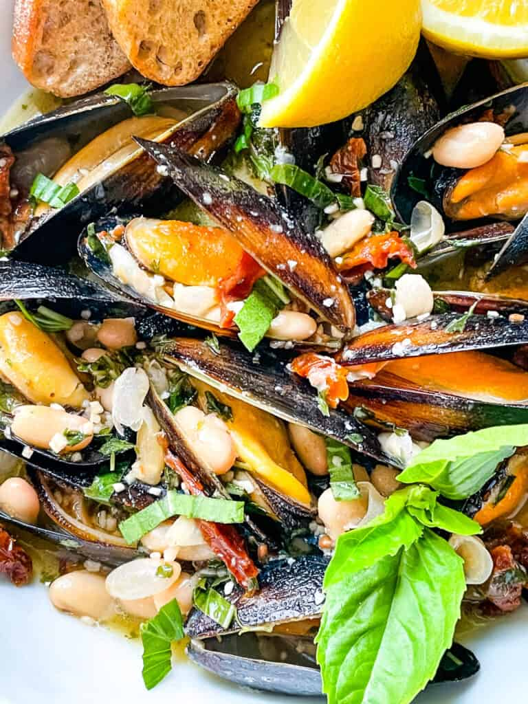 Close up fo Copycat Maggiano's Tuscan Mussels in a bowl