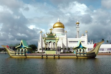 ship brunei mosque