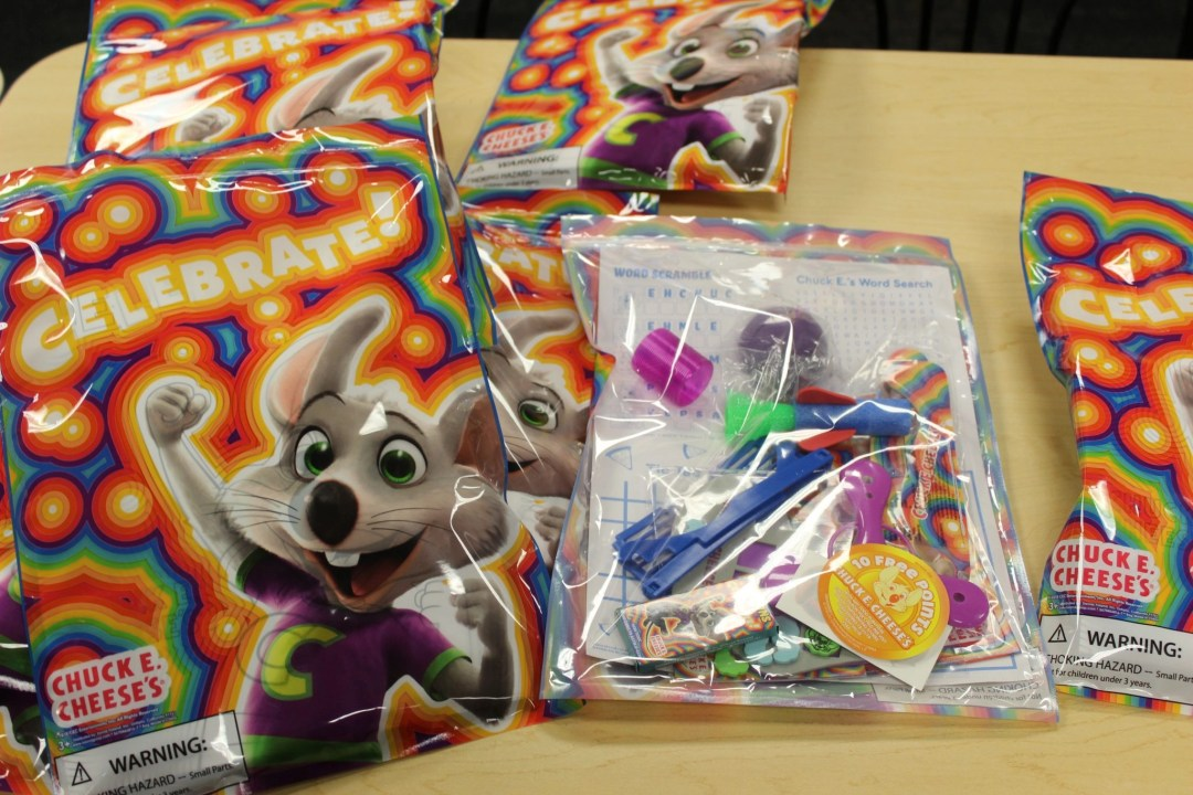chuck e cheese goody bag
