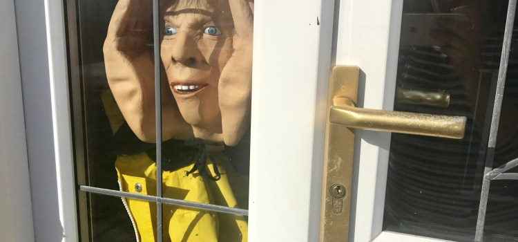 Hallowe'en Giveaway – WIN Peeping Tom Scary Decoration