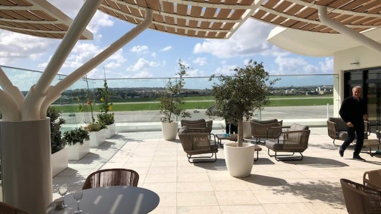 malta airport lounge review la