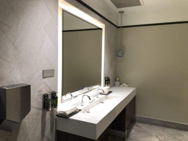 centurion lounge las vegas bathroom