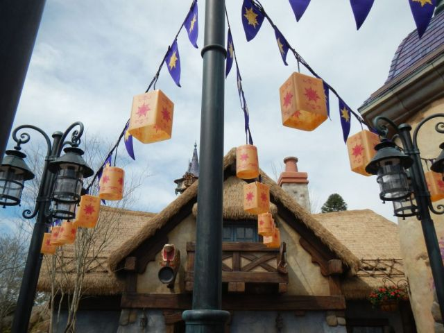 The theming throughout the area is amazing.  Really helped out that whole area.