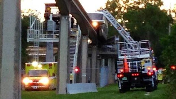 Disney-monorail-lightning-strike-2---credit-WDWNT-com-jpg-jpg