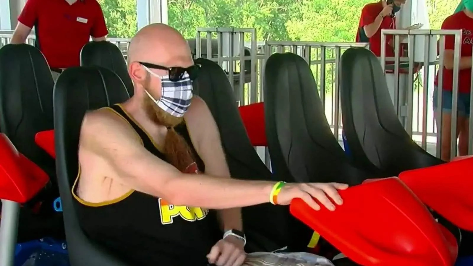 What's your motivation? Man loses 200 pounds to ride roller coaster