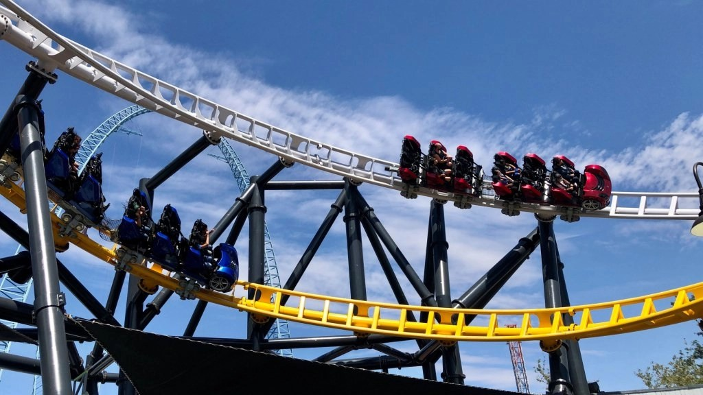 Thousands turn out as Six Flags Magic Mountain reopens after yearlong pandemic closure – Daily Breeze