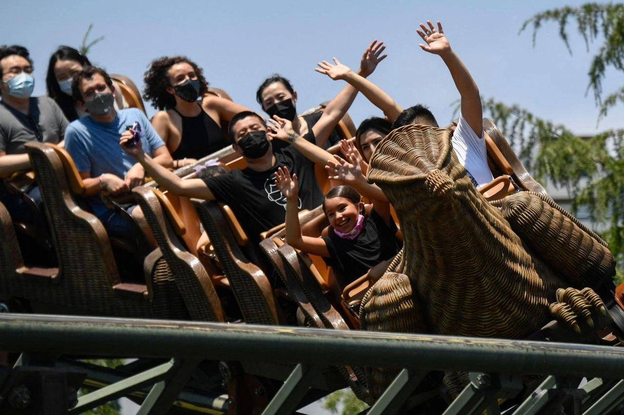 L.A. theme parks to require proof of COVID vaccination or negative test results