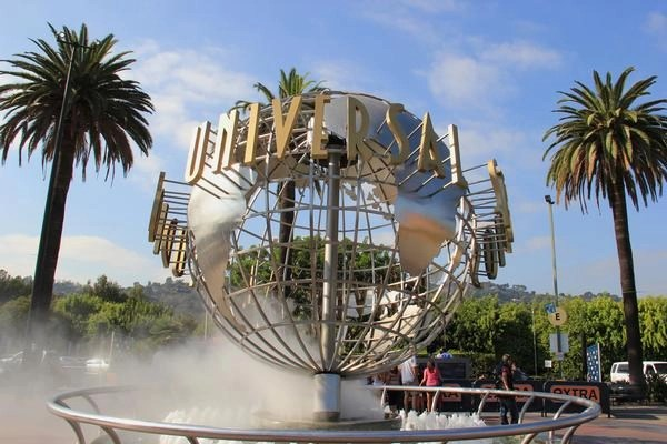Los Angeles Theme Parks, Stadiums to Require Vaccine or Negative COVID Test