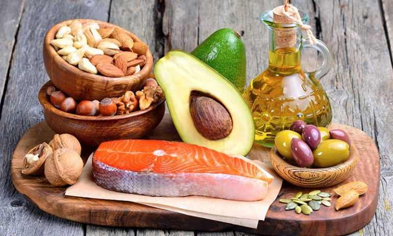 eating healthy fats