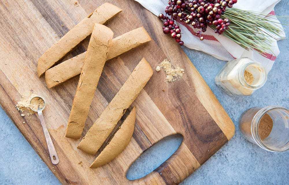 Paleo Gingerbread Biscotti (gluten-free, dairy-free) - A crispy, crunchy snack recipe perfect for dipping in coffee #paleosnackrecipe #glutenfreesnackrecipe #paleobiscotti