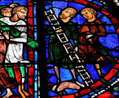 2 men carrying a ladder for the crucifixion