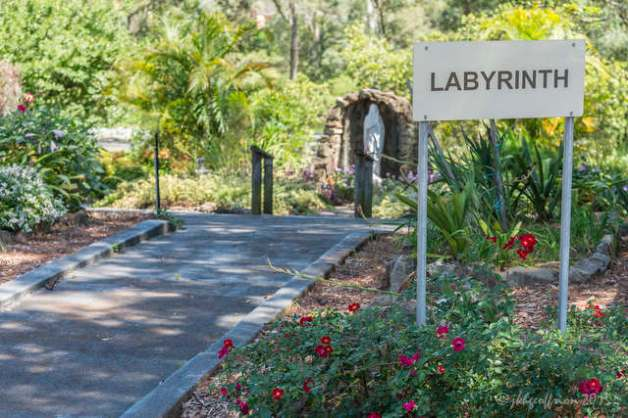 Sign to labyrinth