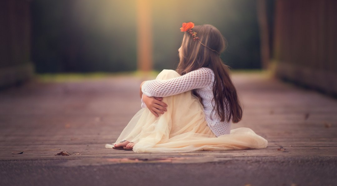 5945867-alone-girl-images