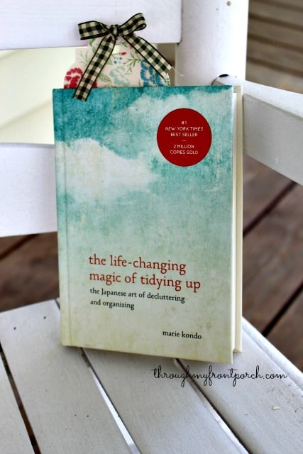While I was in Target a couple of weeks ago, I spotted the book,  The Life – Changing Magic of Tidying Up by Marie Kondo. I had read other blog posts on this decluttering  method. It was intriguing so I purchased the book. That began my journey into organizing my cluttered and hopelessly bulging desk drawers.