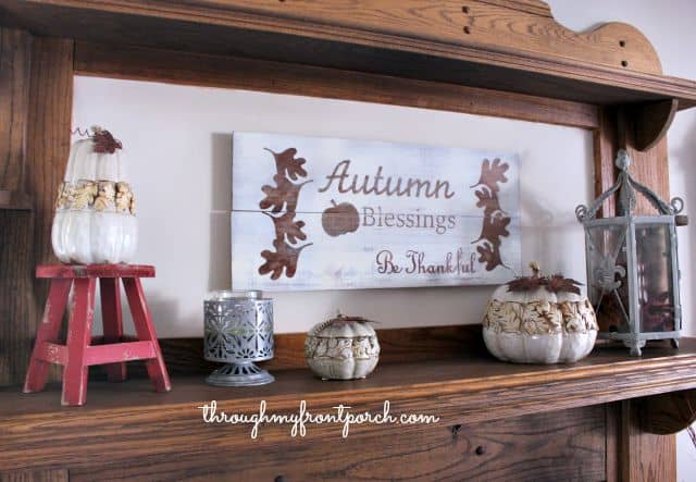 I love the changing colors of fall. The crispness of the fall air. My fall family room reflects that. The colors of fall are just beautiful. The reds, oranges, hint of fading green.