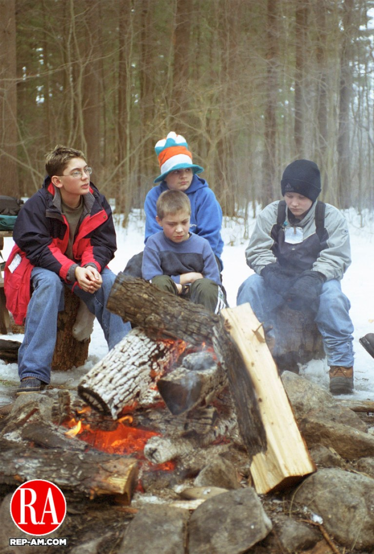 TORRINGTON,CT  02/15/01-0215JM04.tif-Winter Survival Day for Litchfield High Students.  John McKenna  staff photo.