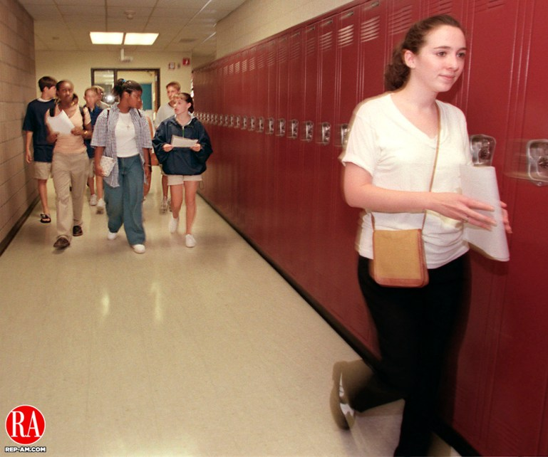 NAUGATUCK CT 08/28/98--0828CA07.tif Sarah Donovan a senior peer helper, leads a tour with group of freshman trailing behind in the background, at Naugatuck High School during orientation day.--CRAIG AMBROSIO staff photo for REPORTERS NAME / STANDALONE PHOTO  (Filed in Scans/Scan-In)