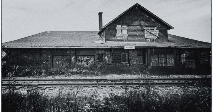 Epiphanie train station, facing tracks