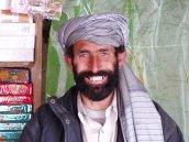 Freundlicher Ladenbesitzer in Kandahar.