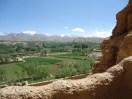 Blick vom Aufstieg in einen der Buddhanischen auf das Bamian-Tal