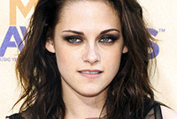 Kristen-Stewarts-romantic-gotic-look-side
