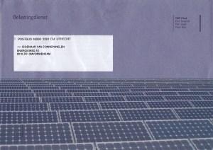 blauwe envelop met zonnepanelen