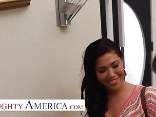 Playful America London Keyes visits her sugardaddy