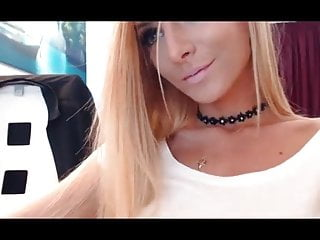 Teen squirt while choking with dildo on webcam