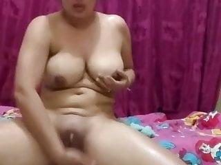Desi MILF oiling and masturbating