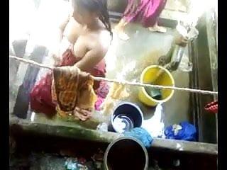 Indian Desi Gir Bathing Full Naked Tits Displaying