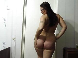 Full grown ass horny mom oils her physique