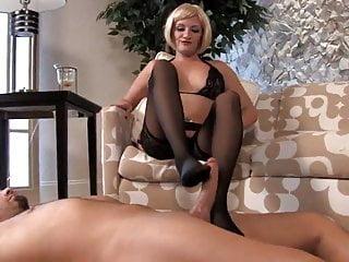Mistress Skyler toes worship