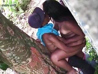 busted hidden cam intercourse in public fudendo a morena na moita 8