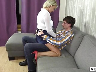 Pupil zaprosil starsza kobiete i podstepnie ja zaliczyl