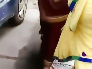 aunty ass shaking in saree