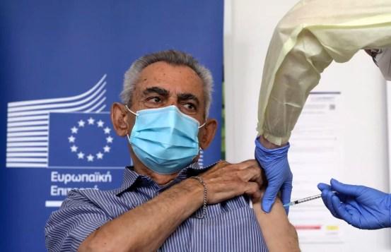 Το «V-Day» της Ευρώπης σηματοδοτεί την έναρξη εμβολιασμών κατά του COVID-19