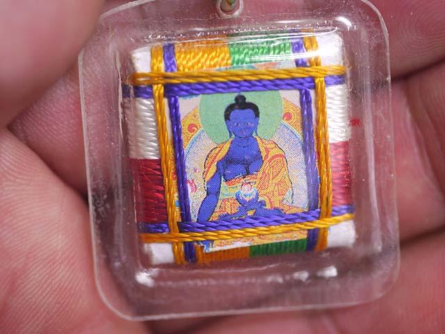 曼荼羅を封入したケース入りチベット仏教のお守りキーホルダー!(その1/薬師如来 )/エスニック/アジ