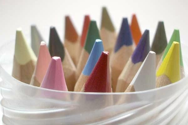 リラ社 色鉛筆ファルビー(軸白木)18色PPボックス入【おもちゃ歳から】【子どもお誕生日知育玩具プレゼントキッズ子供ゲーム木のおもちゃギフト出産祝い赤ちゃん男の子女の子】