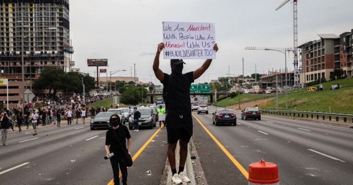 Protesters who obstruct emergency vehicles could face felony charges in Texas