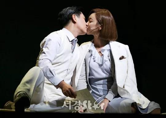 민영기-루나, '떨리는 키스' (레베카 프레스콜)