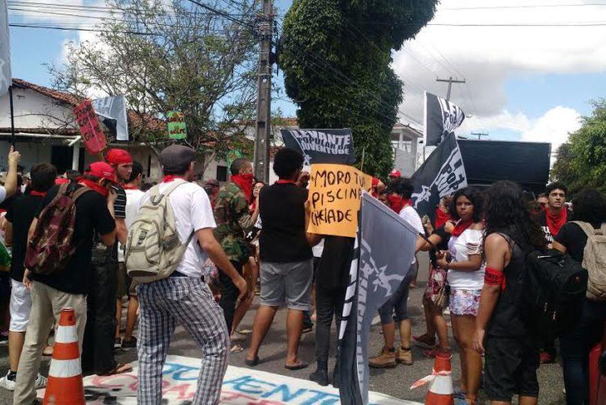 protesto do movimento levante  polular da juventude contra sergio moro em jaguaribe - VEJA VÍDEO: Manifestantes protestam contra juiz Sérgio Moro durante evento na Paraíba