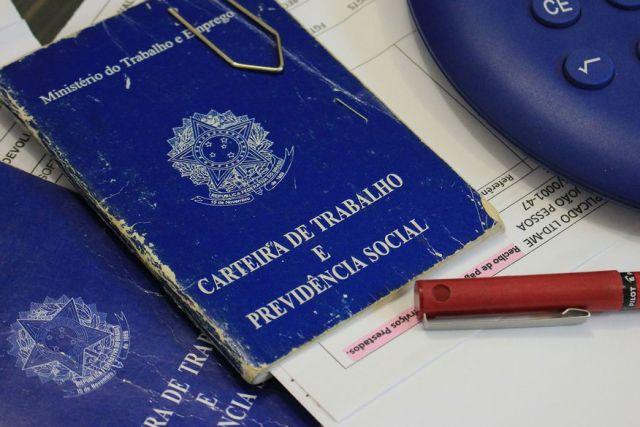 carteira de trabalho foto walla santos 7 - Sine-PB oferece mais de 105 vagas de emprego nesta semana