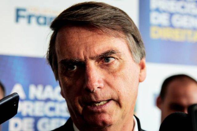 bolsonaro ctba 6 - Bolsonaro quer amparo jurídico e condecoração a quem reagir a assalto